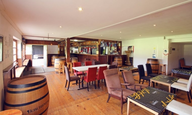 Groot Drak Bar and Sitting Area