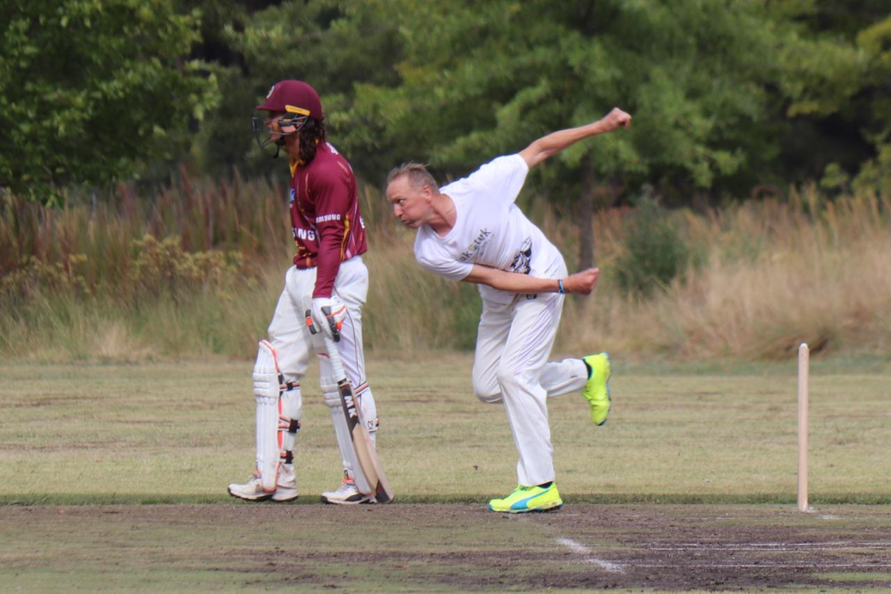 Allan Donald turns his arm over